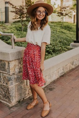 20 Lovely Floral Skirt Dresses Outfits Ideas For Spring 2019 17