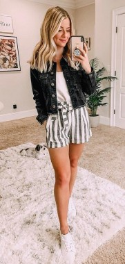 21 Fascinating Black And White Summer Outfit Ideas 20
