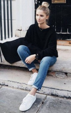 23 Casual Chic White Sneakers Ideas To Wear 17