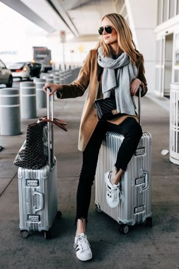 20 Casual Travel Outfit Idea You Can Wear In Autumn 15