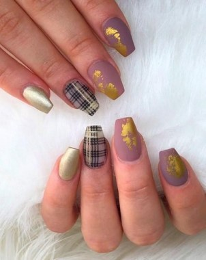 20 Fashionable Patterns For Winter Nail Arts 03