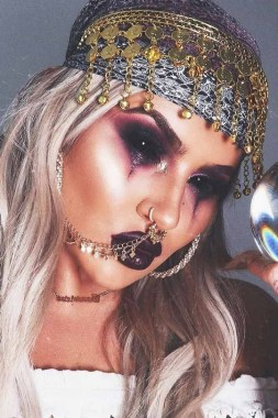 21 Pretty But Scary Clown Makeup For Teen Girls 18