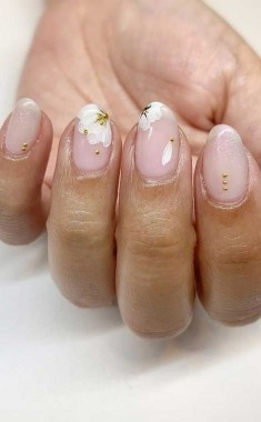 22 Cute Flower Nail Art To Try For The Spring 07