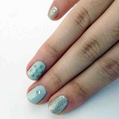 24 Glamorous Color Combinations For Winter Nail Arts 11