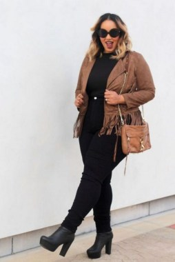26 Awesome Dark Colour Outfit Ideas For Curvy Women 03
