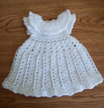 26 Free Precious Crochet Newborn Dress Patterns 07