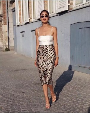 26 Looking More Beautiful With Leopard Satin Skirt As Your Fall Outfit 04