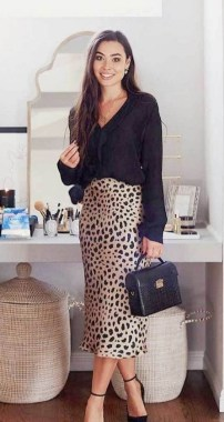 26 Looking More Beautiful With Leopard Satin Skirt As Your Fall Outfit 05
