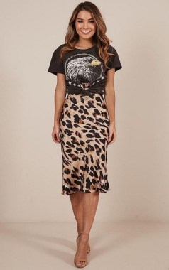 26 Looking More Beautiful With Leopard Satin Skirt As Your Fall Outfit 09