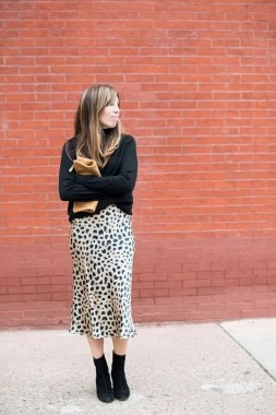 26 Looking More Beautiful With Leopard Satin Skirt As Your Fall Outfit 14