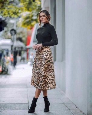 26 Looking More Beautiful With Leopard Satin Skirt As Your Fall Outfit 20