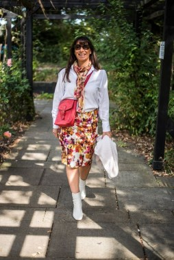 28 Ways To Make Women Over 40 Looks Stylish With Floral Outfit 04