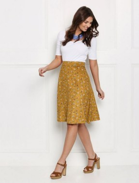 29 This Classy Skirt Is Your Best Choice For Work During Fall 07