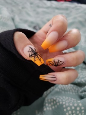 30 Sweet Spooky Halloween Nail Art Ideas For A Costume Party 09