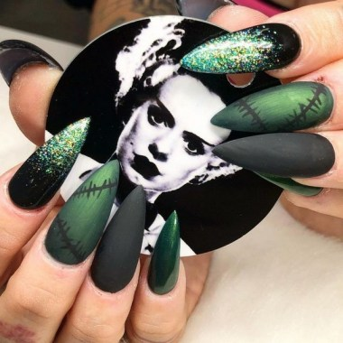 30 Sweet Spooky Halloween Nail Art Ideas For A Costume Party 20