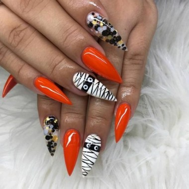 30 Sweet Spooky Halloween Nail Art Ideas For A Costume Party 22