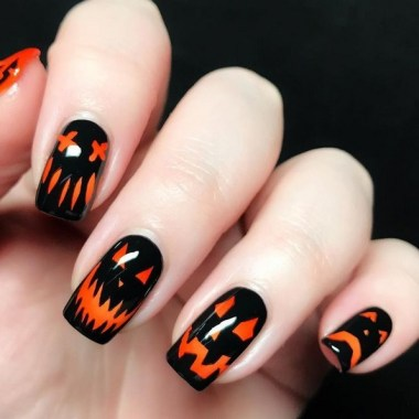 30 Sweet Spooky Halloween Nail Art Ideas For A Costume Party 29