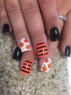 30 Sweet Spooky Halloween Nail Art Ideas For A Costume Party 30