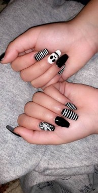 30 Sweet Spooky Halloween Nail Art Ideas For A Costume Party 36