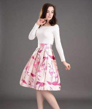 35 Enjoy Your College Time During Fall With This Floral Skirt 14