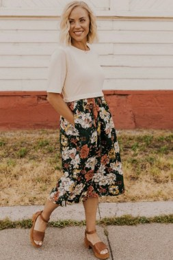 35 Enjoy Your College Time During Fall With This Floral Skirt 23