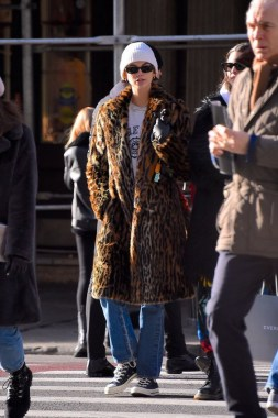 36 Winter Street Style Ideas Inspired By Celebrities 32