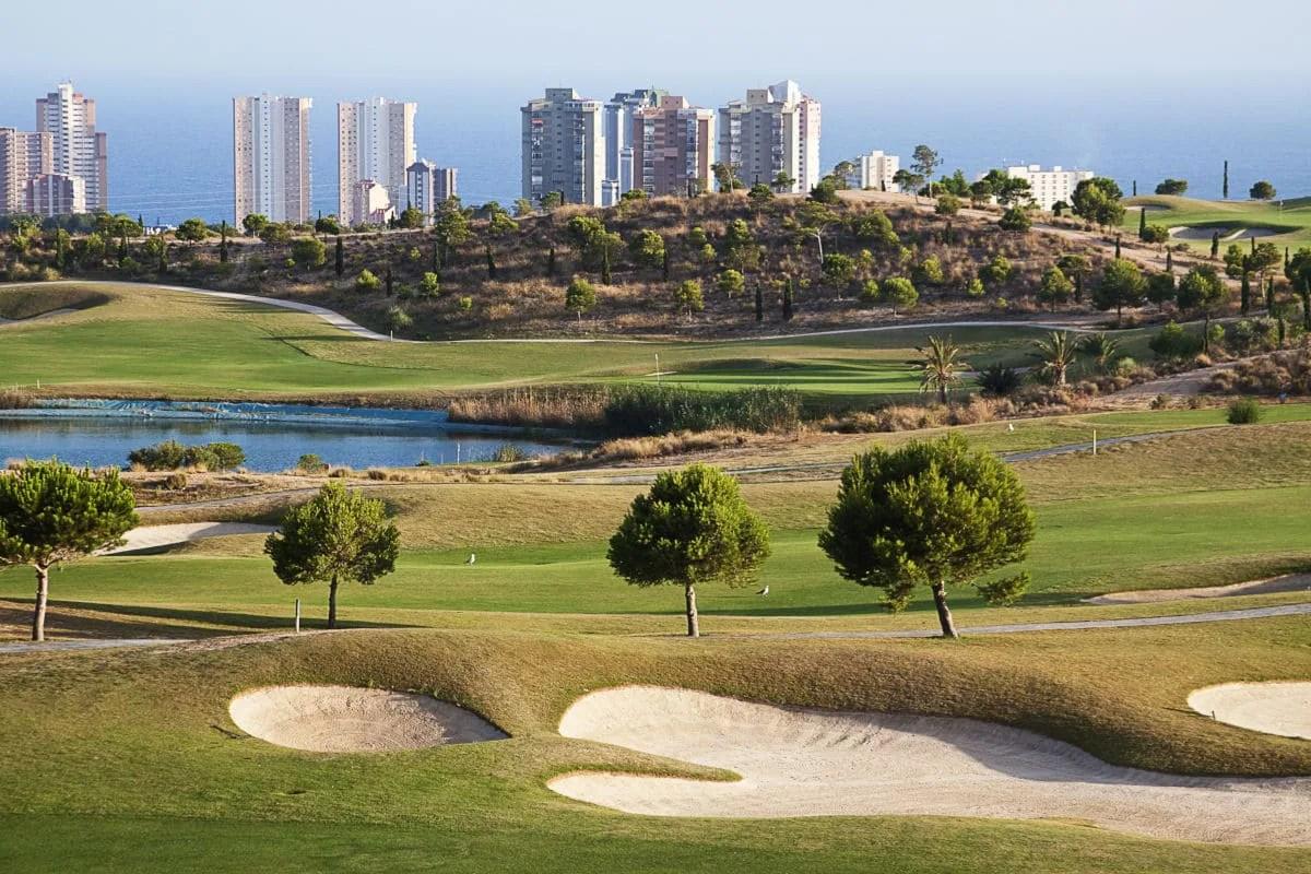 Jugar al golf en Benidorm