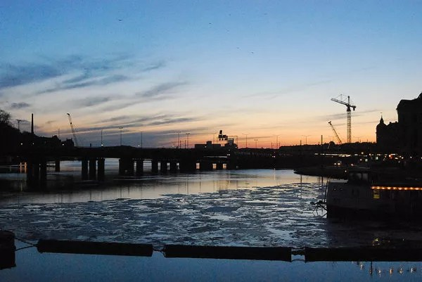 Atardecer sobre los diques de Estocolmo