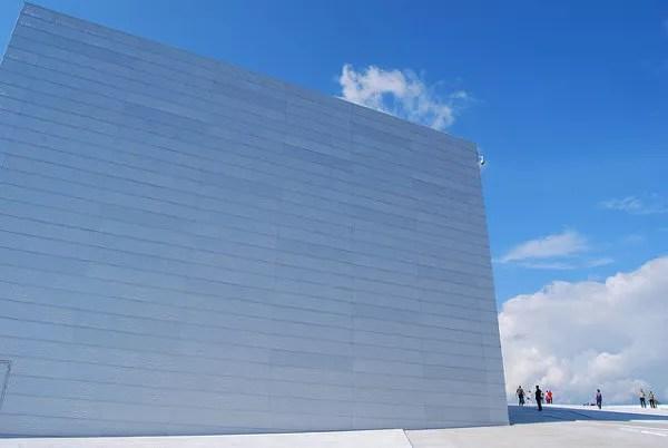 Caminando sobre la ópera de Oslo