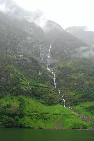 Cascadas en el Nærøyfjord