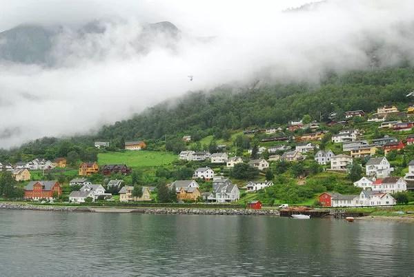 Casitas de colores en los fiordos noruegos