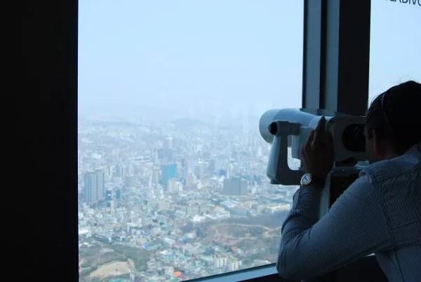 Contemplando Seúl desde la N Seoul Tower