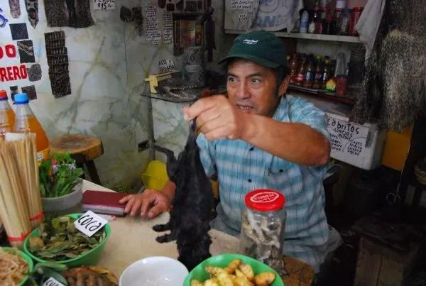 Cuy en el en el mercado de Surquillo de Lima