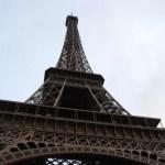 Debajo de la Torre Eiffel de París