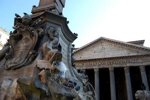 El Panteón de Roma y la fuente