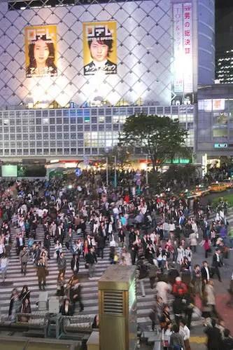 El cruce de Shibuya desde el Starbucks