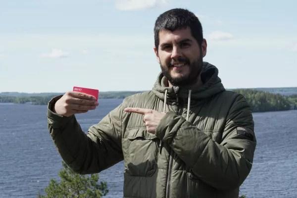 Foto de Pau con la tarjeta Bnext en Finlandia