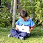 Fotos Austria con niños, Teo con el HP Pavilion x2 tablet