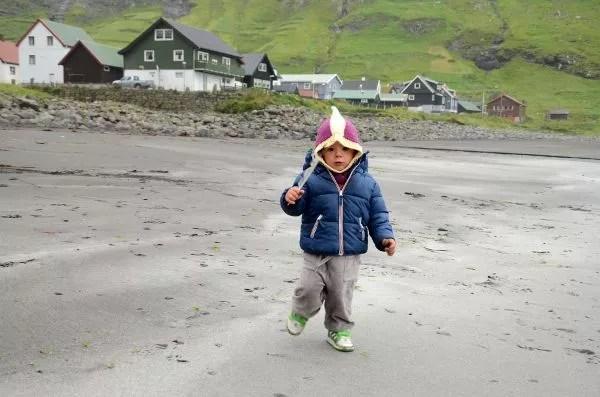 Fotos Islas Feroe. Tjørnuvík. Oriol y la pluma.