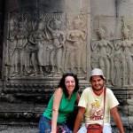 Fotos de Angkor, Pau y Vero sentados en Angkor Wat