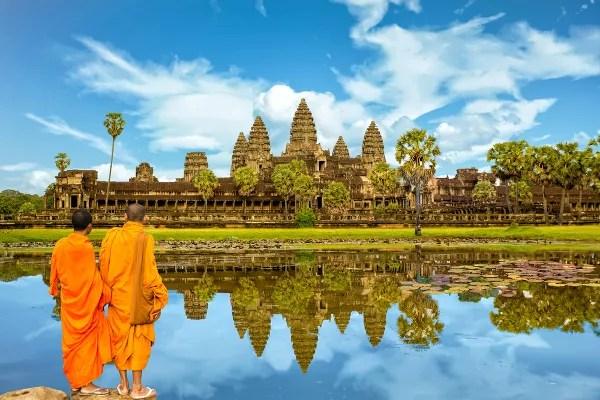 Fotos de Angkor Wat en Camboya, monjes mirando