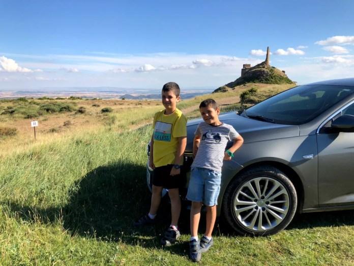 Fotos de Aragón, Teo, Oriol coche Castillo de Marcuello