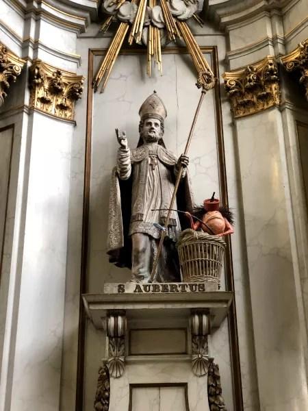 Fotos de Bruselas, estatua santo en La Chepelle