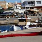 Fotos de Cabo de Palos en Murcia, pescador arreglando redes