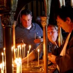 Fotos de Corfu en Grecia, fieles rezando monasterio Palaiokastritsa