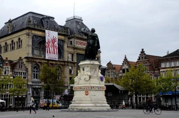 Fotos de Gante en Flandes, estatua y plaza