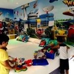 Fotos de Hotel del Juguete de Ibi, Teo y Oriol jugando habitacion Super Wings