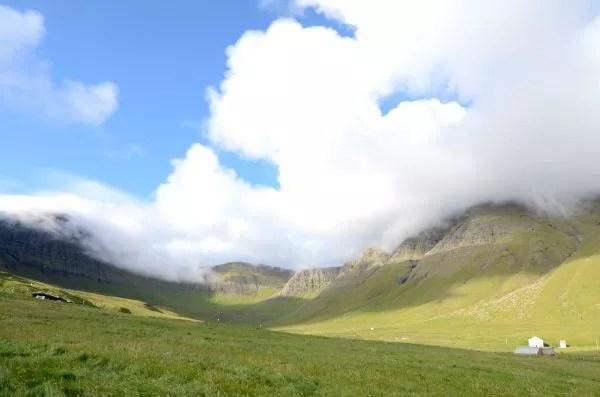 Fotos de Islas Feroe, prados y valle en Gásadalur