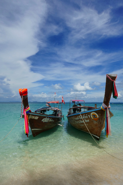 Fotos de Krabi en Tailandia, long boats en playa