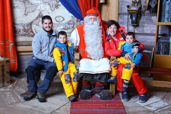 Fotos de Laponia Finlandesa, Pau, Teo, Oriol y Vero con Papa Noel en la Santa Claus Village